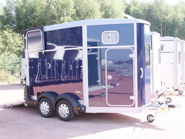 Pferdeanhänger HB511 mit Sattelkammer, blau
