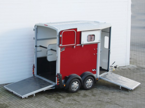 Pferdeanhänger HB506|Frontausstieg|rot|Ifor Williams